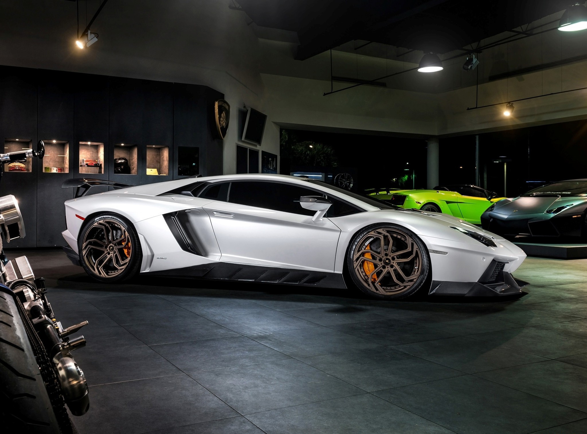 Lamborghini Aventador High Resolution Pictures