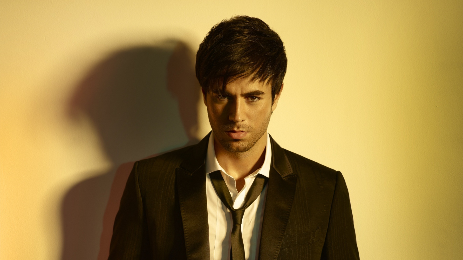 enrique iglesias singer hot hd wallpapers all hd wallpapers. Black Bedroom Furniture Sets. Home Design Ideas