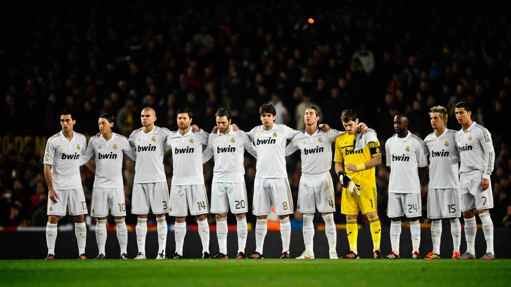 BARCELONA, SPAIN - JANUARY 25:  Real Madrid players observe a minute's silence for the FC Barcelona former player Juan Carlos Perez prior to the Copa del Rey quarter final second leg match between FC Barcelona and Real Madrid at Camp Nou on January 25, 2012 in Barcelona, Spain.  (Photo by David Ramos/Getty Images)