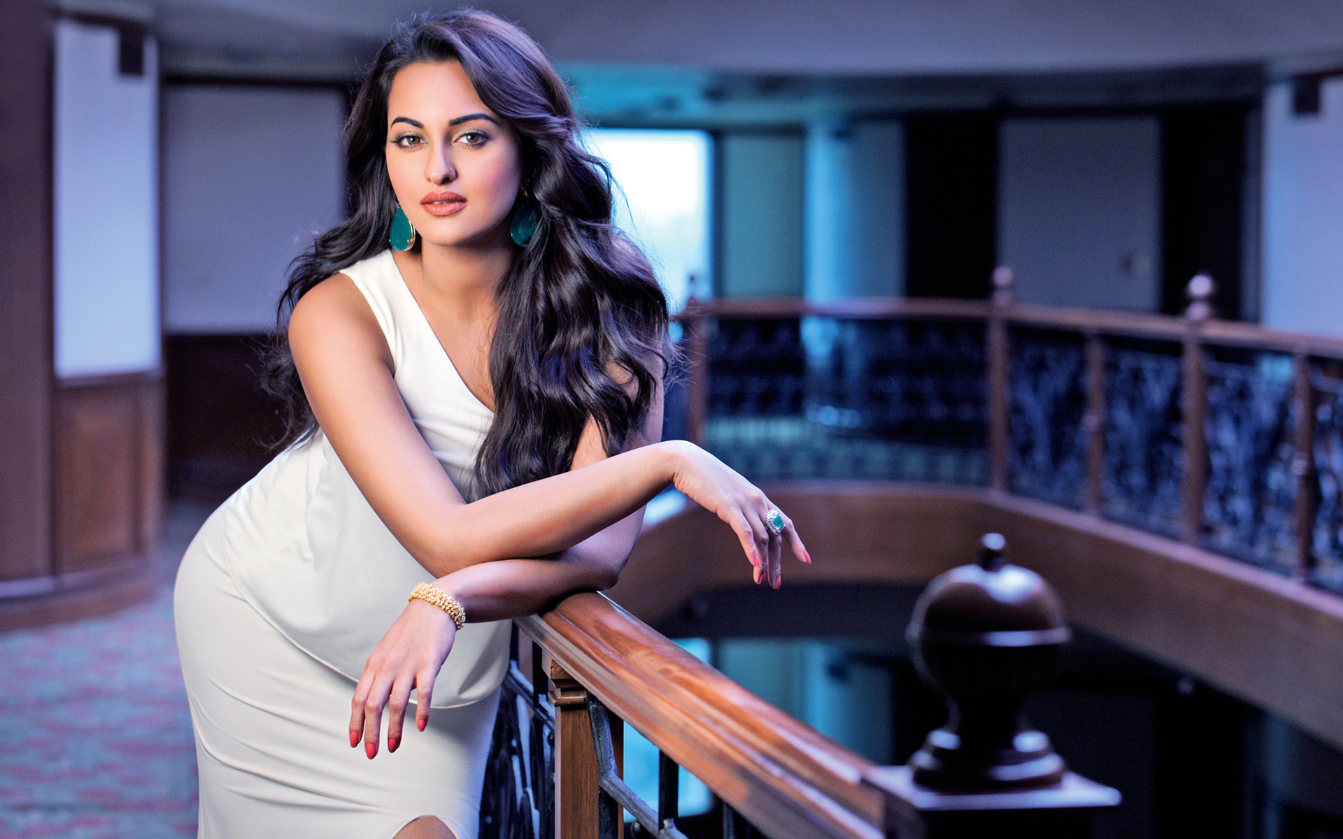 sexiest sonakshi sinha hot hd photos & wallpapers (high resolution