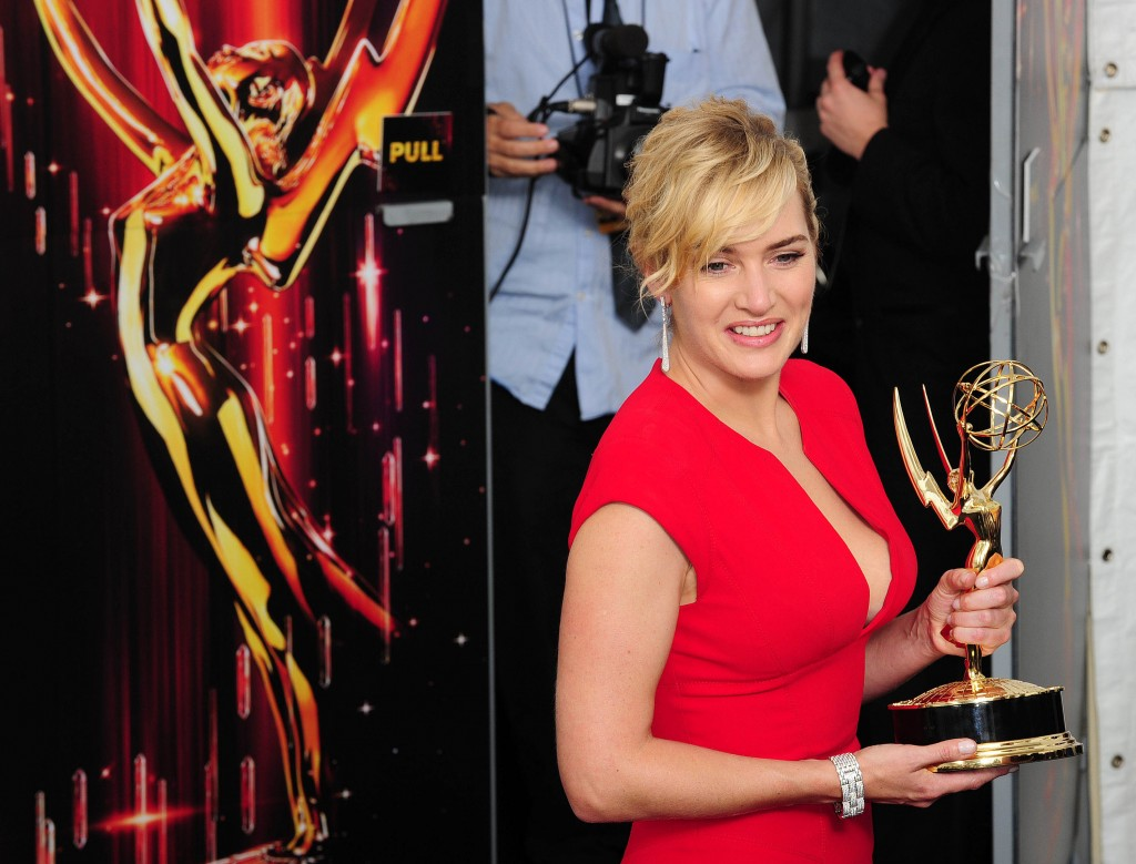 Actress Kate Winslet holds the award for Outstanding Lead Actress in a Miniseries or a Movie in the press room at the 63rd annual Primetime Emmy Awards at the Nokia Theatre at LA Live in downtown Los Angeles September 18, 2011.   AFP PHOTO / ROBYN BECK  ENTERTAINMENT-US-TELEVISION-EMMYS-PRESS ROOM