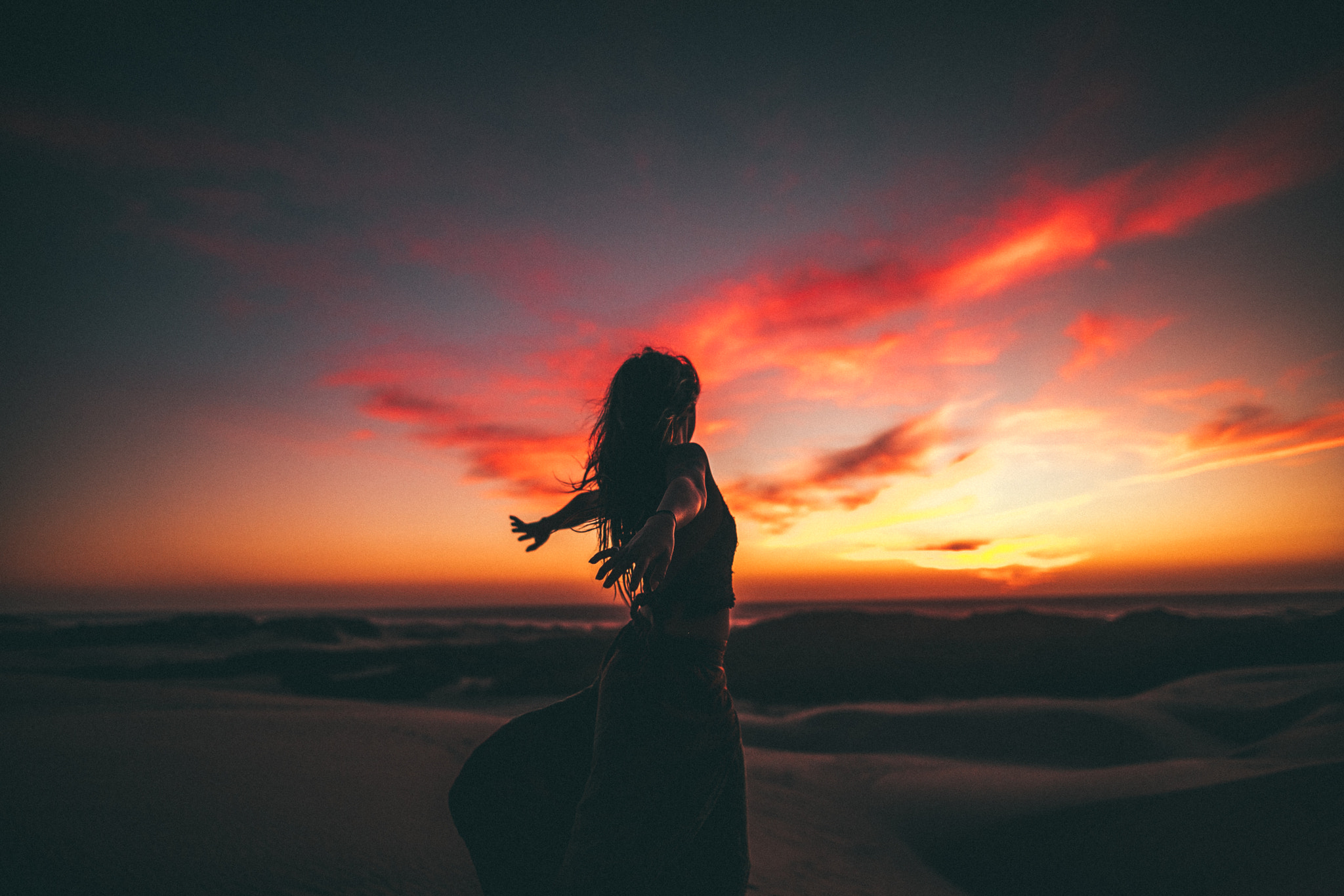girl freedom sunset wallpaper