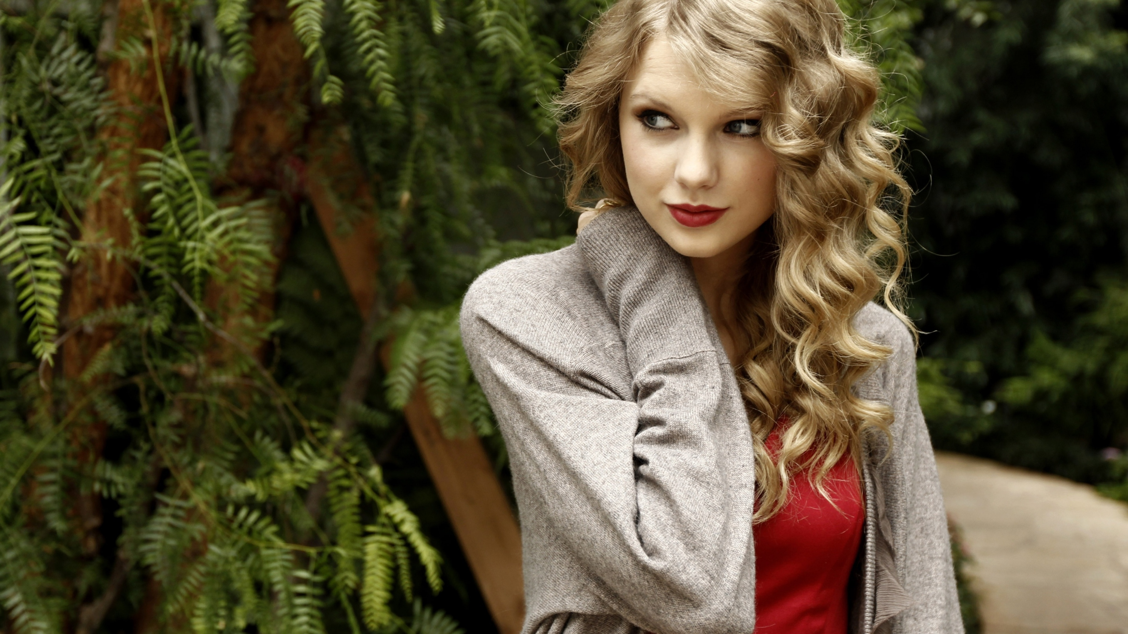 Taylor Swift Beautiful Images: Beautiful And Sexy Taylor Swift HD Wallpapers