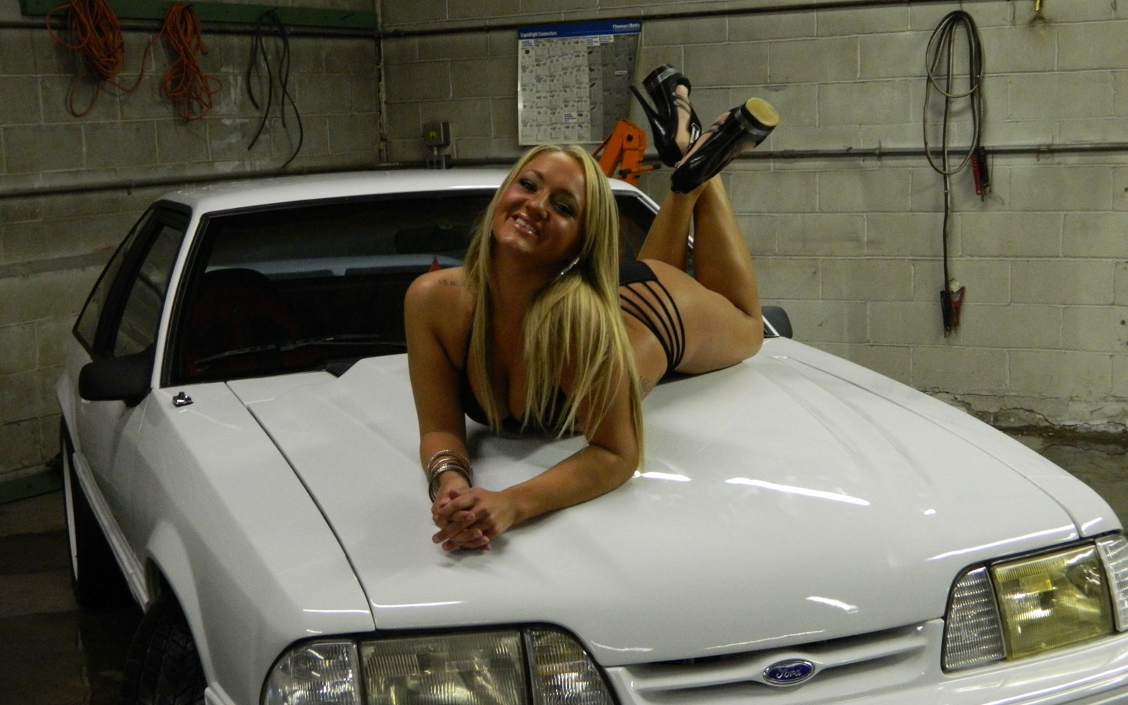 Sexy Girls And Stunning Cars Hd Wallpapers - All Hd Wallpapers-7711
