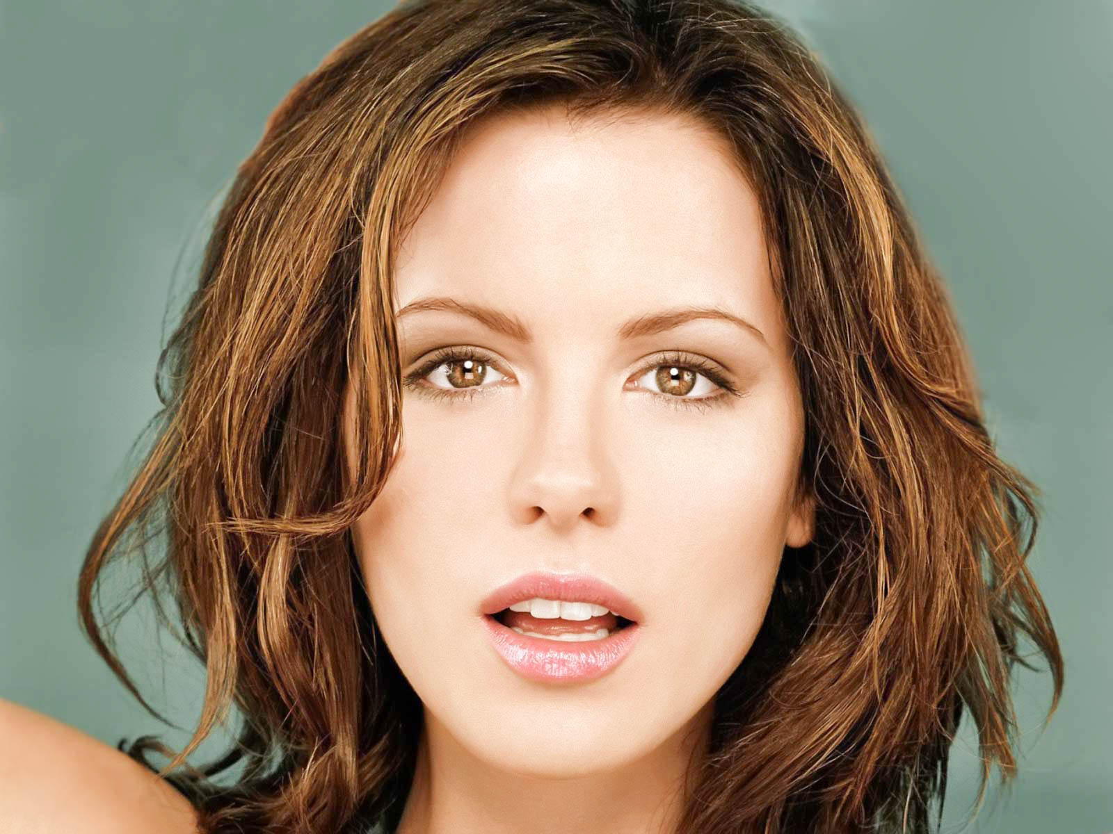 Kate Beckinsale Hot 2017 Wallpapers For Mobile-4586